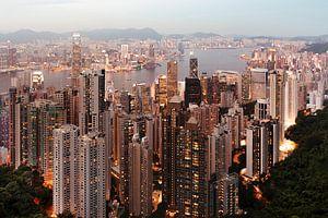 Skyline-Abend in Hongkong von Claire Droppert