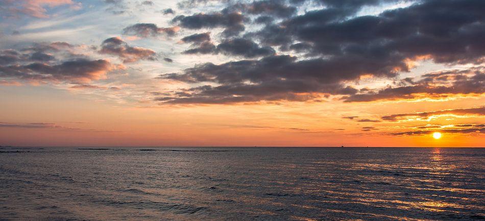 December Beach part 2 van Alex Hiemstra