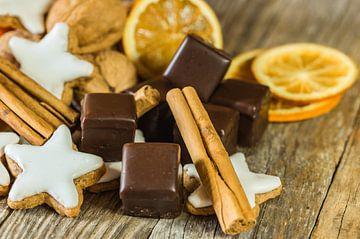 Advent en Kerstmis voedsel, chocolade, ster koekjes van Alex Winter