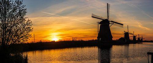 Panorama van de zonsopkomst bij Kinderdijk