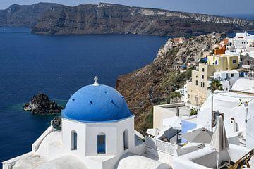 Blauwe koepel van Santorini van Robert Styppa