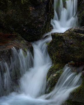 Kleine waterval in Glencoe, Schotland van Jos Pannekoek