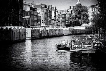 Grachten von Amsterdam | Schwarz-Weiß-Foto I Straßenfotografie von Diana van Neck Photography