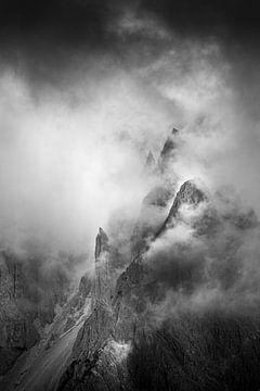 Nebel in den Bergen von Thijs Vermeer