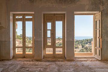 Verlaten plekken: hospitaal met een view. van Olaf Kramer