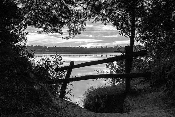 Sunrise Fence View van William Mevissen