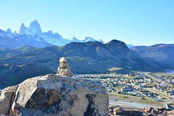 steenmannetje wijst de weg naar El Chalten van Bianca Fortuin