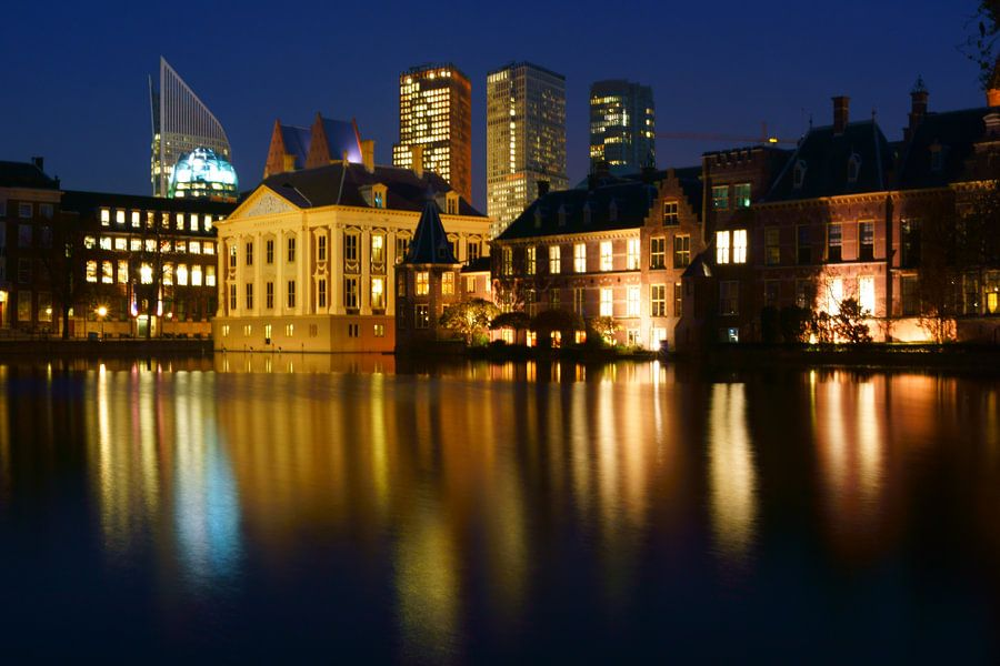 Den Haag in het donker