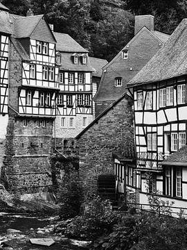 Monschau in der Eifel 3 schwarz-weiß von Jörg Hausmann