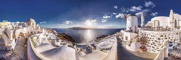 Panorama van het mooie dorp Oia op het eiland Santorini in Griekenland van Fine Art Fotografie