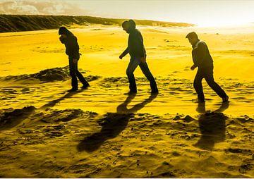 Drie mannen met tegenwind sur Anneriek de Jong