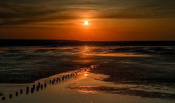 Zonsondergang op het Wad bij de Eemshaven van