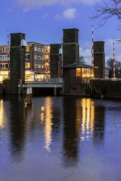 Schiedam, Oranjebrug over de Nieuwe Haven van Jan Sluijter