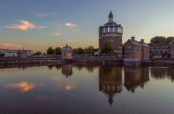 De Esch, Rotterdam. Watertoren met zonsondergang. van Maurits van Hout