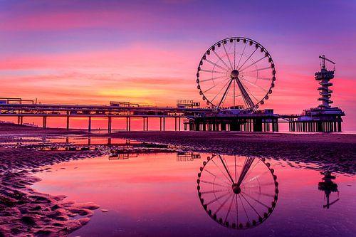De Pier in Scheveningen tijdens een prachtige zonsondergang van