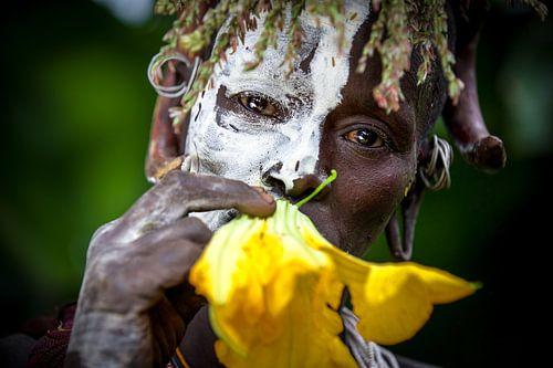 Frau mit Blume van