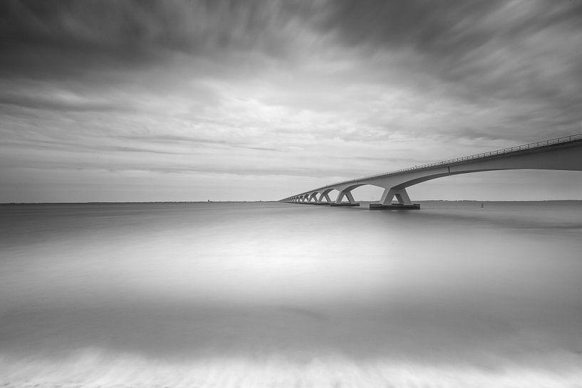 Zeelandbrug in zwart-wit van Tom Roeleveld