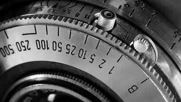 Detail van sluitertijd ring op vintage camera van Robin Jongerden