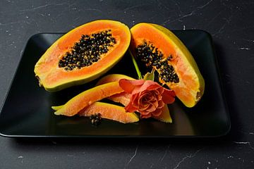 in Scheiben geschnittene Papaya-Frucht mit schwarzen Kernen von Babetts Bildergalerie