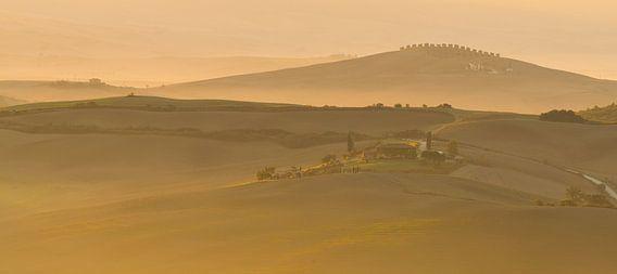 Toscaans landschap tijdens de zonsopkomst