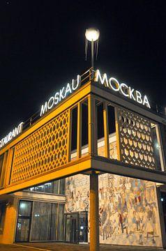 Cafe Moskau in Ostberlin von Silva Wischeropp