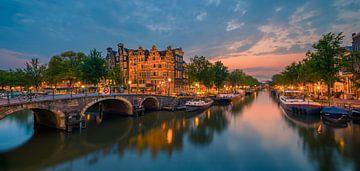 Amsterdam op het kruispunt van de Prinsengracht en de Brouwersgracht van Henk Meijer Photography