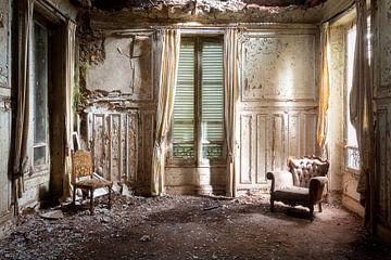 Stralen in Verlaten Woning. van Roman Robroek