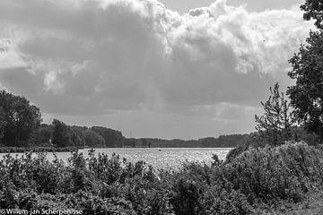 Regen boven de Brielse Maas van Willem Scherpenisse