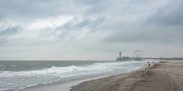Die Mole und der Strand von Scheveningen während eines Sturms von MICHEL WETTSTEIN