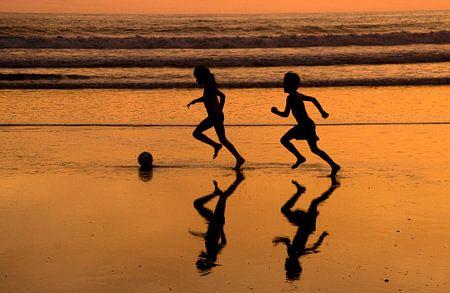 Voetbal op het strand
