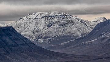 Bergen op Spitsbergen van Cor de Bruijn