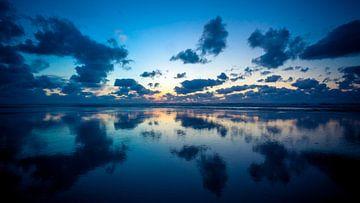 Zonsondergang boven Ameland van Karel Pops