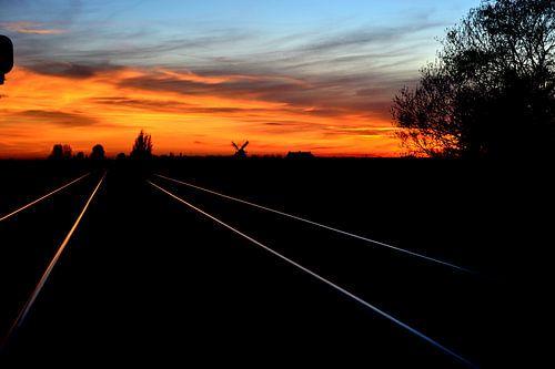 Windmolen met vergezicht over het spoor
