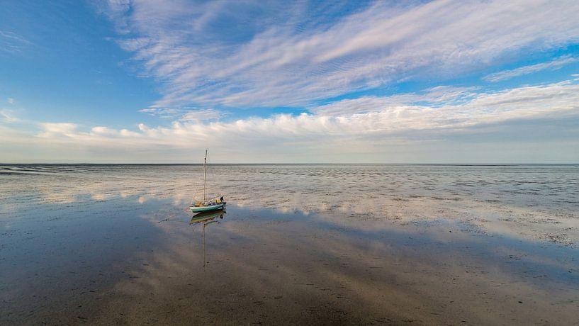 Wachten op hoog water op het wad van Texel van Texel360Fotografie Richard Heerschap