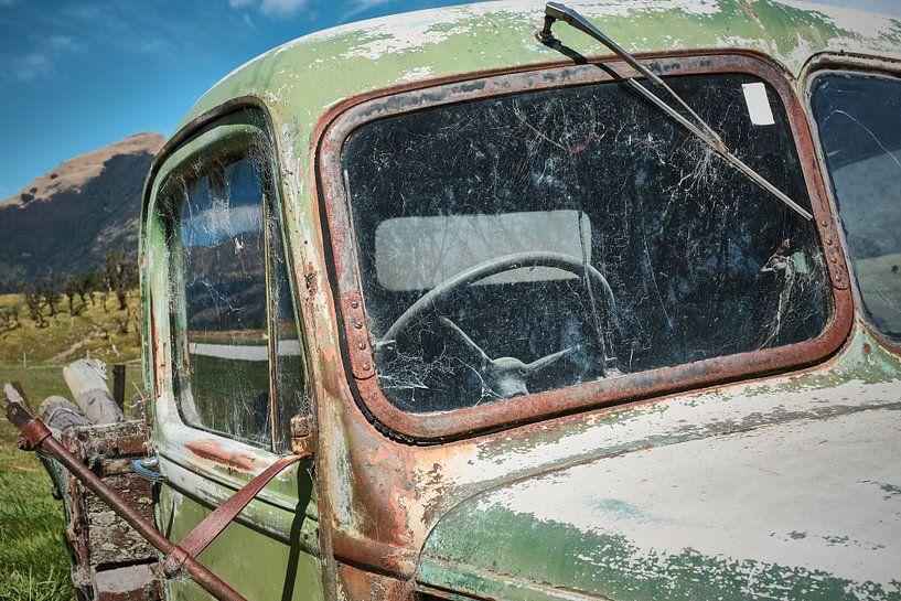 Nahaufnahme eines ausgemusterten Lastwagens von Wim van Berlo