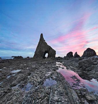 Zeeboog van Campiecho aan de kust van Asturië, Spanje, Golf van Biskaje van Dieter Meyrl