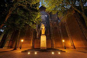 Verzetsmonument op het Domplein in Utrecht voor de Domkerk