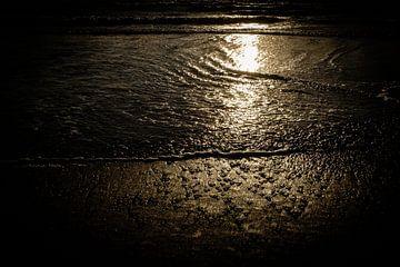 Reflektierender Sonnenuntergang auf den Wellen des Meeres | Callantsoog, Niederlande | Naturfotograf von Diana van Neck Photography
