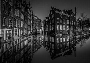 Amsterdam grachten avond / nacht Zwart Wit van Mario Calma
