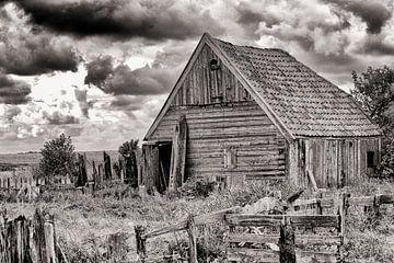 Oude houten schuur op Texel zwart-wit van Rene du Chatenier