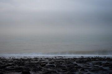 Mistig zeegezicht van Beeldpracht by Maaike