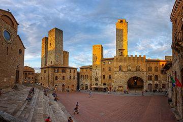 Türme von San Gimignano bei Sonnenuntergang