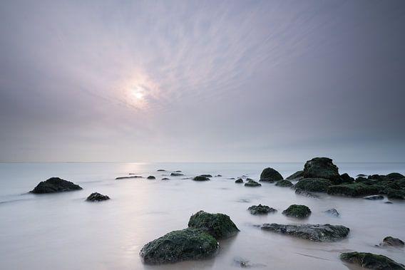 Noordzeestrand in de mist  van Vandain Fotografie