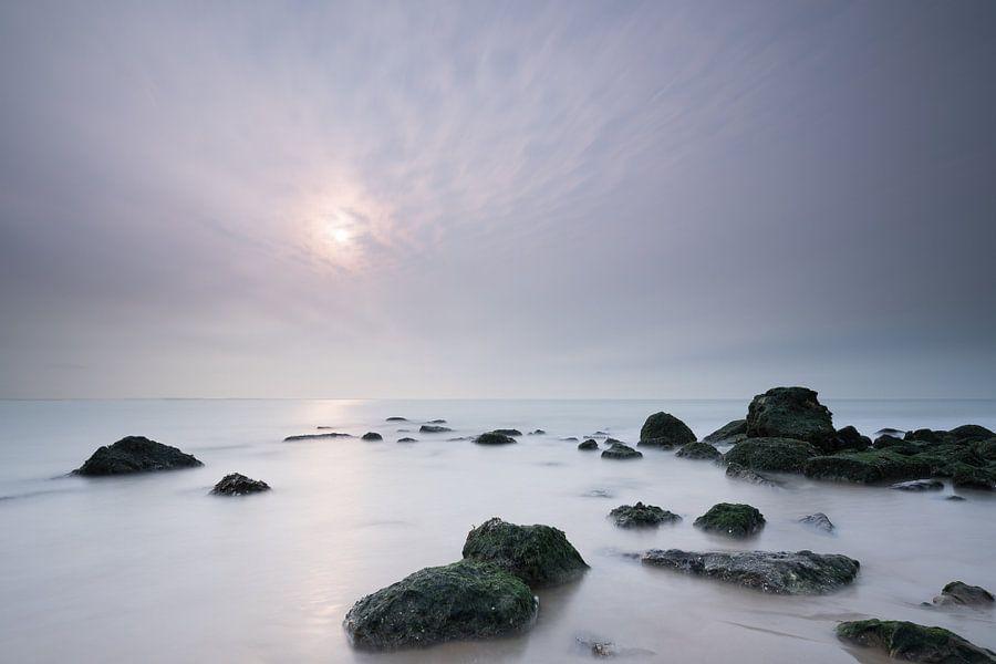 Noordzeestrand in de mist