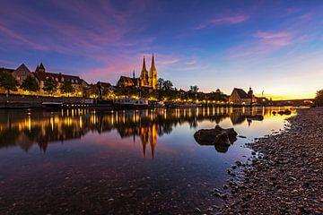 Regensburg op het blauwe uur van Frank Herrmann
