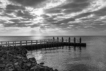 Afsluitdijk met steiger en zonsopkomst van
