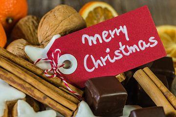 Kerstkoekjes, chocolaatjes, noten, sinaasappels en kaneel van Alex Winter