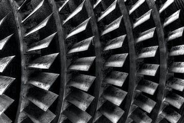 Zwart en wit foto van een turbine von W J Kok