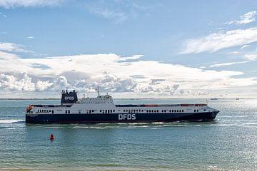 De Begonia Seaways op de Westerschelde. van Don Fonzarelli