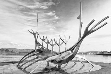 Solfar Vikingschip in Reykjavik van Jan Schuler